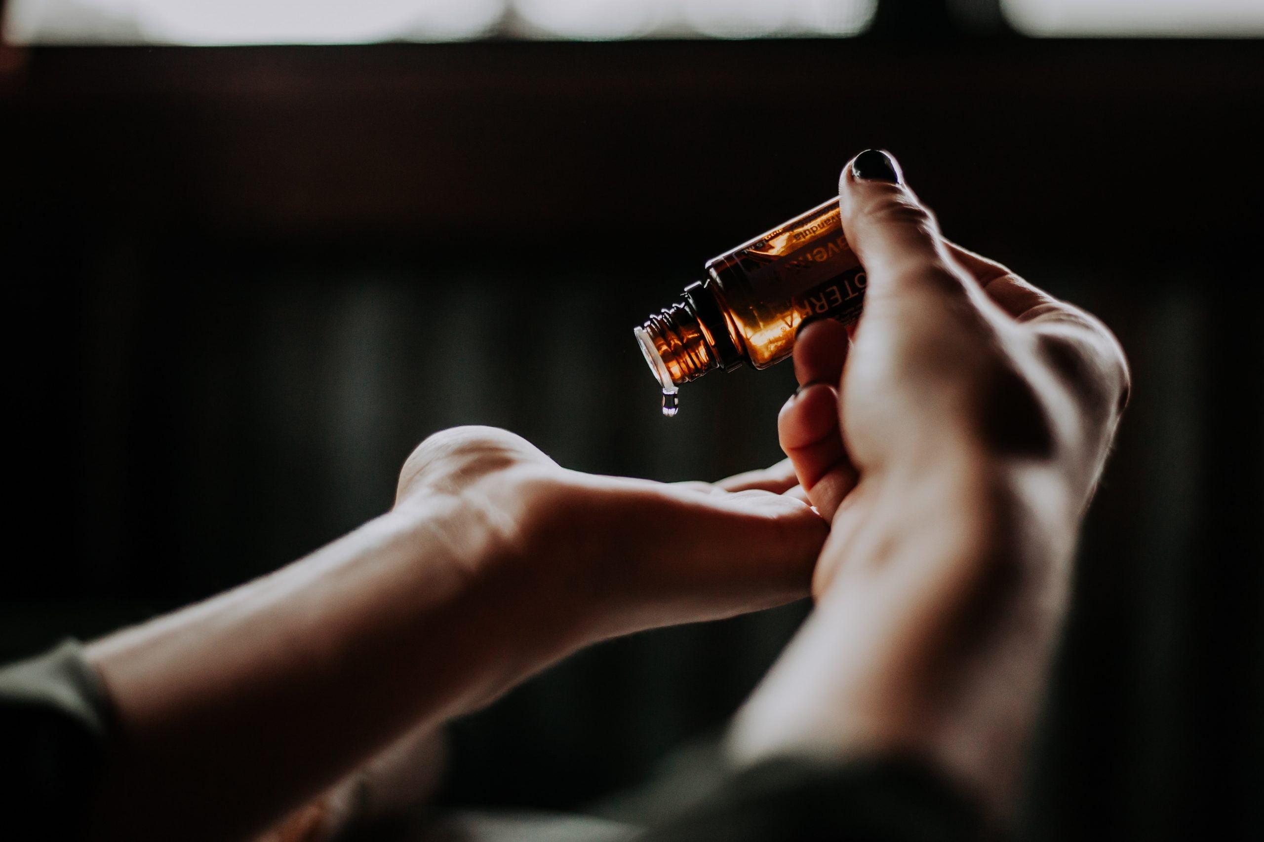 Read more about the article ¿Por qué no recomiendo marcas MLM de aceites esenciales?